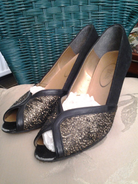 gold_and_-black_shoes_a
