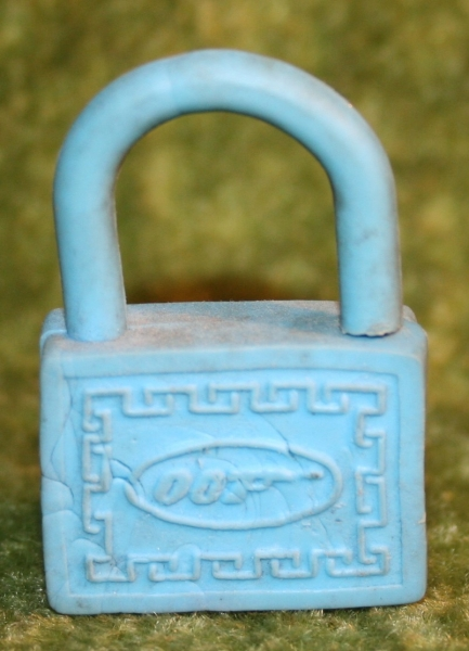 007 blue rubber padlock