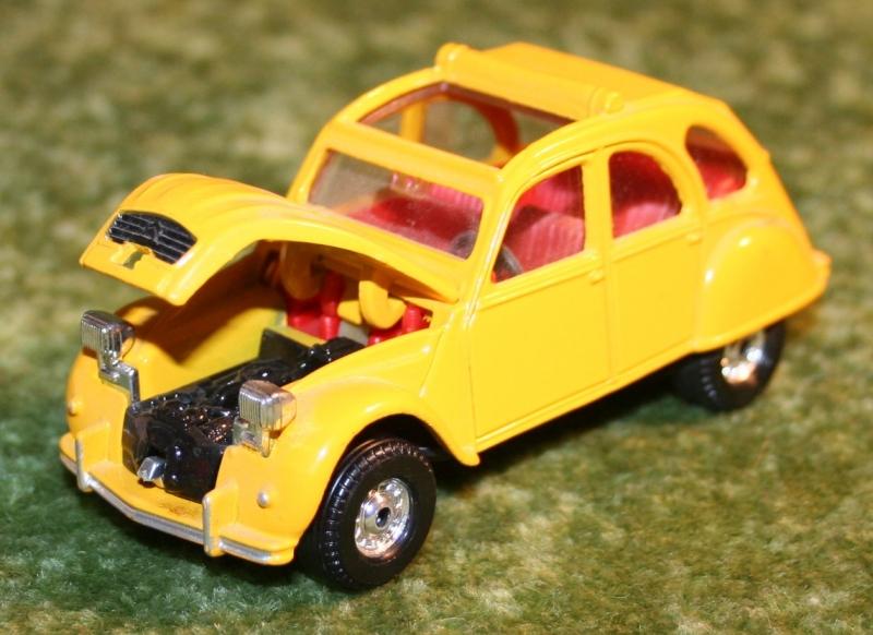 007 citroen 2cv corgi toys large (8)