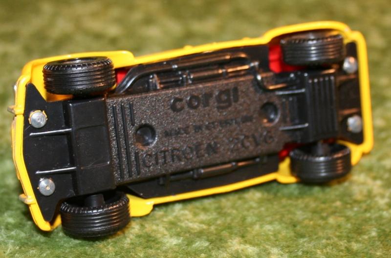 007 citroen 2cv corgi toys large (9)