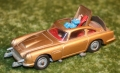 007 aston corgi 261 gold box with arrow (12)