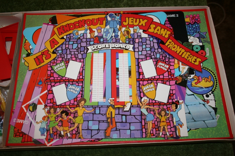 Its a Knockout board game (3)