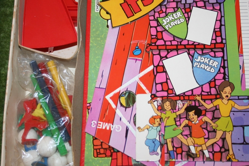 Its a Knockout board game (4)