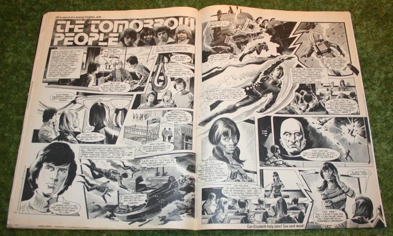 Look In 1975 No 1 (dec) (6)