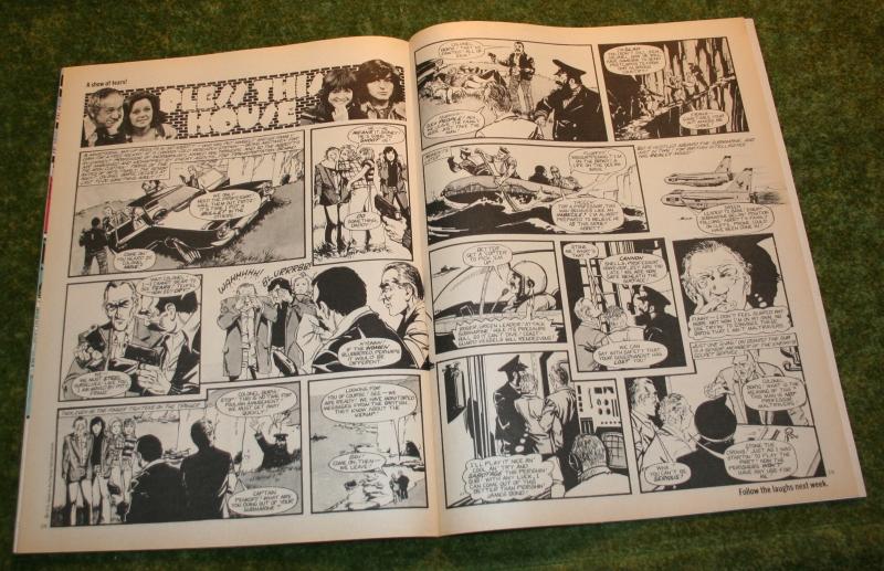 Look In 1975 no 36 (5)