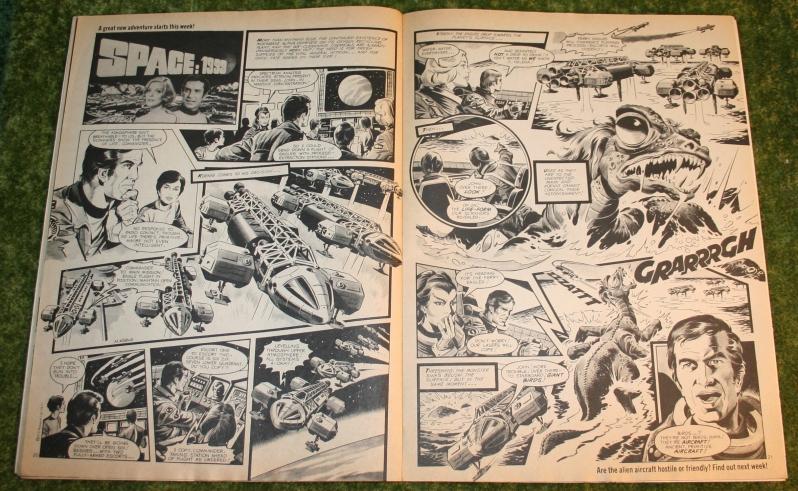 Look In 1977 no 10 (4)