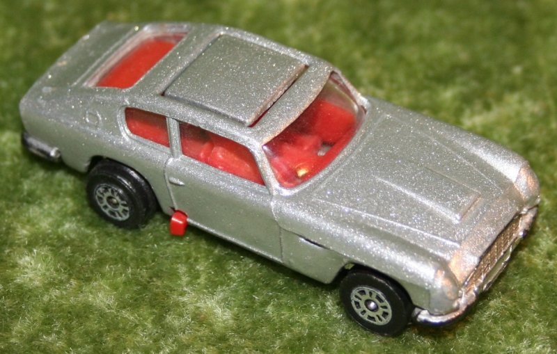 007 corgi jr aston's (2)
