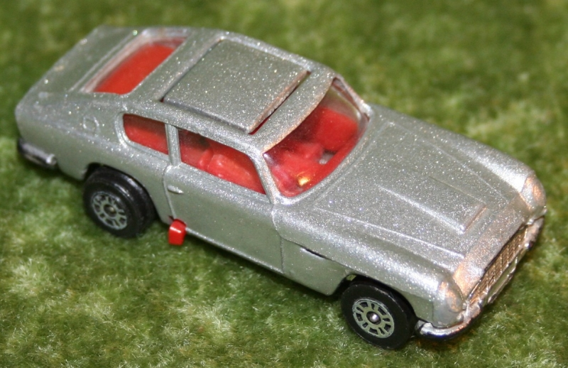 007 corgi jr aston's (3)