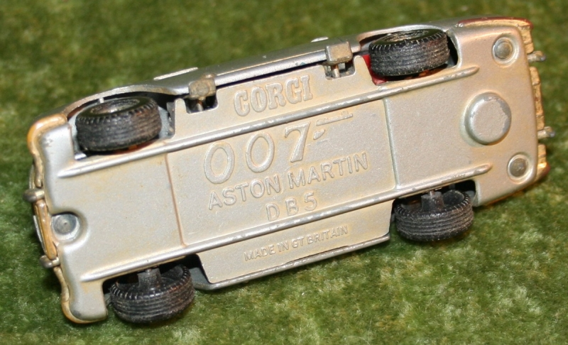 007 1980's large size corgi aston martin (4)