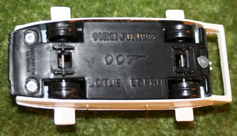 007 loose corgi jr Lotus (7)