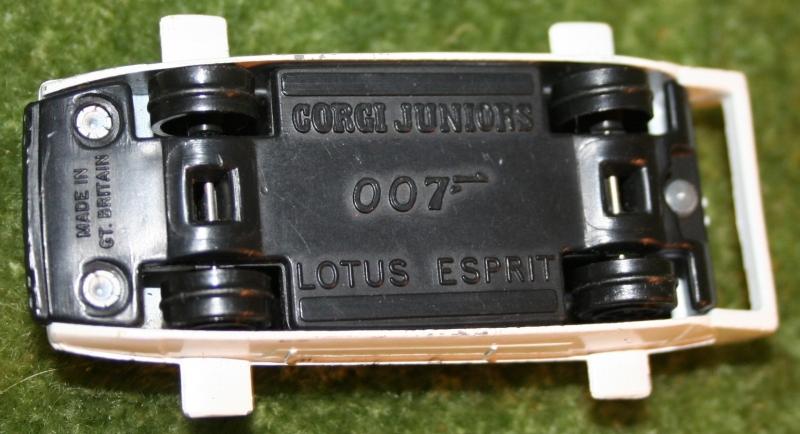 007 loose corgi jr Lotus