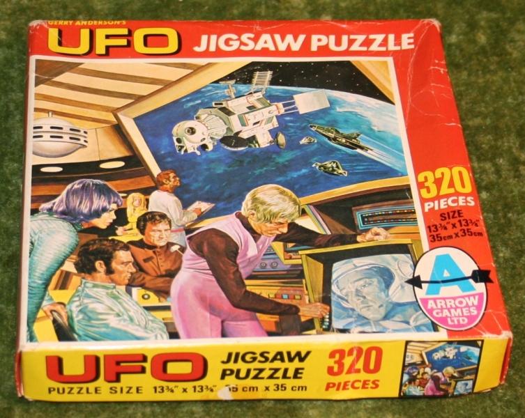 ufo jigsaw two against one (2)