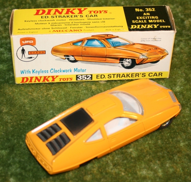 ufo-straker-car-orange-2