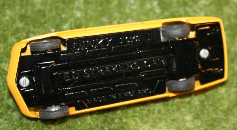 ufo-straker-car-orange-5
